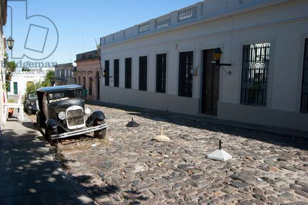 Old Ford Car On Calle De Portugal (photo)