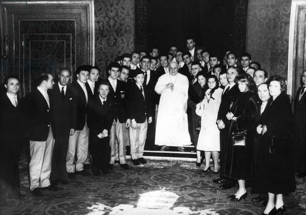 Rome January 24, 1959 Pope John XXIII receives the GS IGNIS cycling team with riders Baldini, Poblet, Maspes and Fallarini