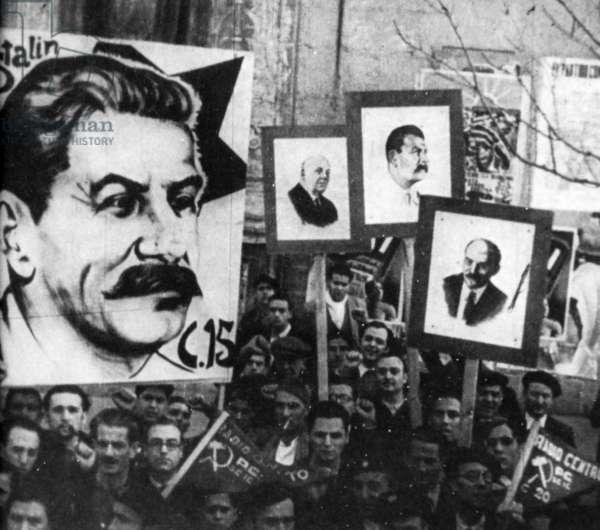 Spanish Civil War, Communist demonstrators