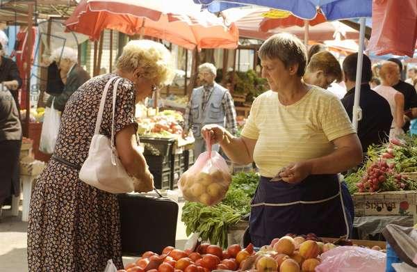 Cheryomushkinsky Food Market In Moscow : At the Cheryomushkinsky food market in Moscow, Russia, 29/07/09 ©ITAR-TASS/UIG/Leemage