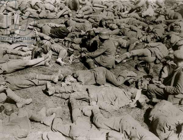 German prisoners resting (photo)