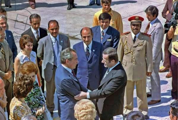 Syrian president Hafez al-Assad greets US President Richard Nixon, 1974