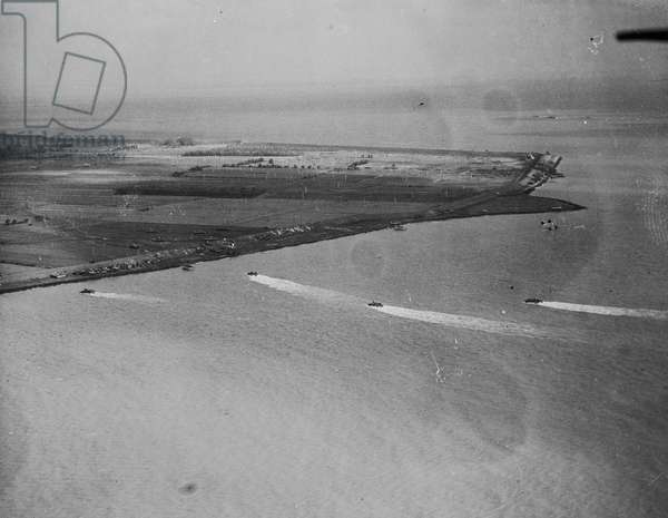 Landing barges of the Allied Armies going in towards the beach head, 1944 (b/w photo)