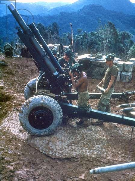 US artillery gunners during the Vietnam War