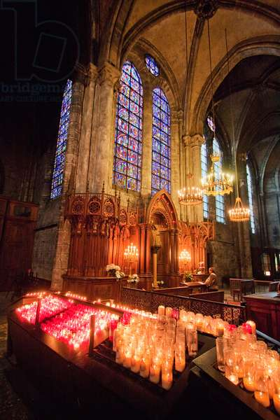 Altar of Our Lady of the Pillar in Chartres Cathedral, Chartres, France (photo)