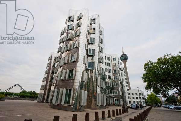 Der Neue Zollhof Office Buildings, Designed by Architect Frank O. Gehry, in Media Harbor, Dusseldorf, North Rhine-Westphalia, Germany (photo)