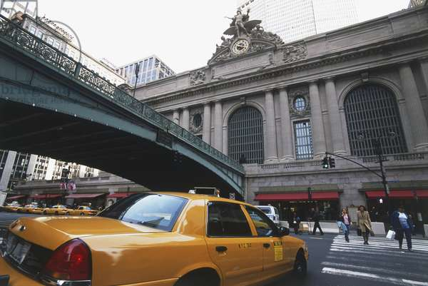 USA, New York, Manhattan, Grand Central Station, yellow cab approaching terminal building