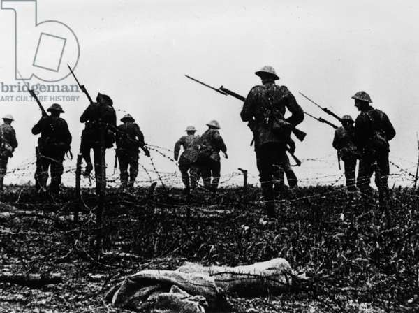 Battle of the Somme, 1916 (b/w photo)