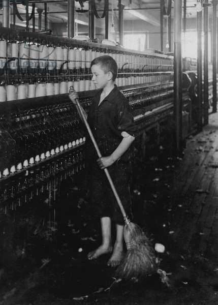 Cleaner and Sweeper - Spinning Department of American Linen Co. 1916 (photo)