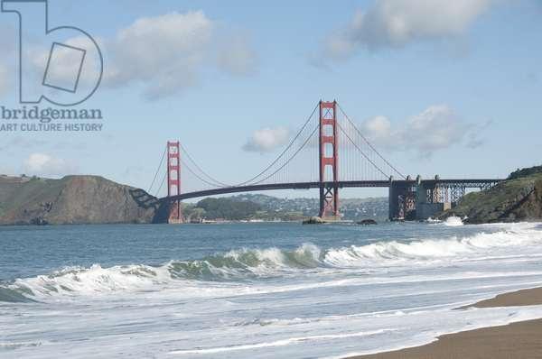 USA, California, San Francisco, Baker Beach and the Golden Gate Bridge
