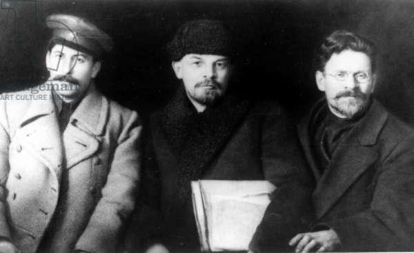 Lenin (C), Stalin (L) and Kalinin (R) in 1919.