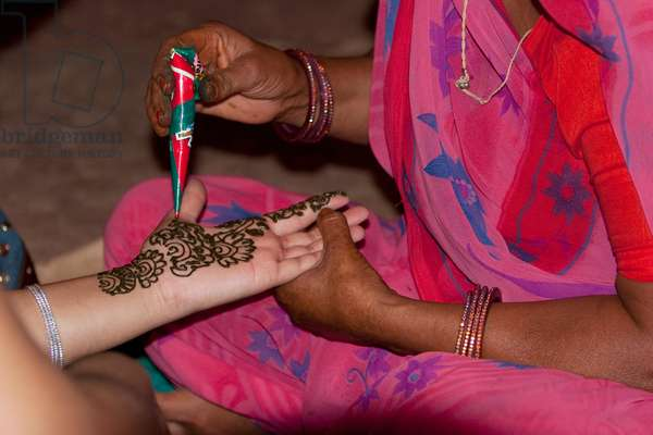 Henna Demonstration at Chokhi Dhani Ethnic Village, Jaipur, Rajasthan, India (photo)