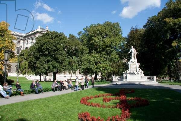 Statue of Wolfgang Amadeus Mozart by Viktor Tilgner, Vienna (Wien), Austria (photo)