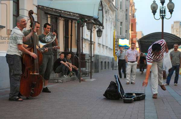 Street Musicians In Moscow : Street musicians perform in a street in Moscow, Russia, 14/08/13 ©ITAR-TASS/UIG/Leemage