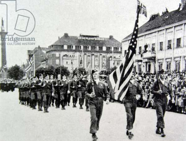 American soldiers march in Oslo, 1945