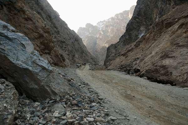 Road Along the Pai Mori Gorge, Bamian Province, Afghanistan (photo)