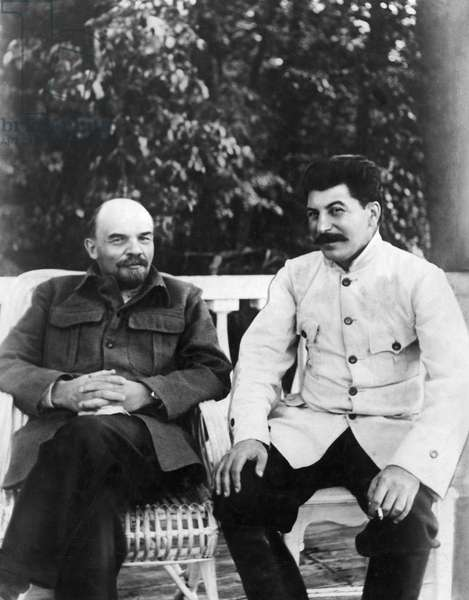 Lenin and Stalin in the City of Gorky, 1922.