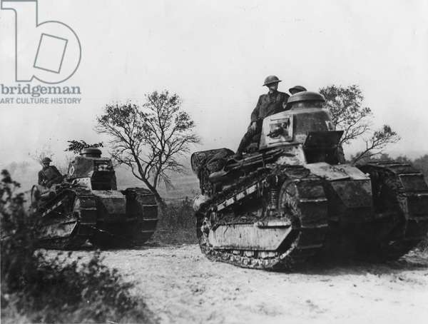 American tanks going forward to the battle line in Forest of Argonne. (Renault tanks), 1918 ©UIG/Leemage
