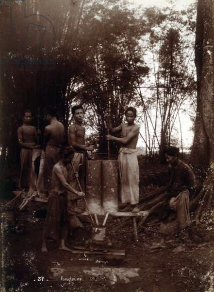 Colonial era photograph of Vietnamese foundry workers