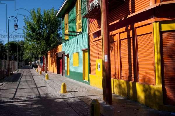 Multicoloured Houses on Calle Giribaldi in Barrio La Boca, Buenos Aires, Capital Federal, Argentina (photo)