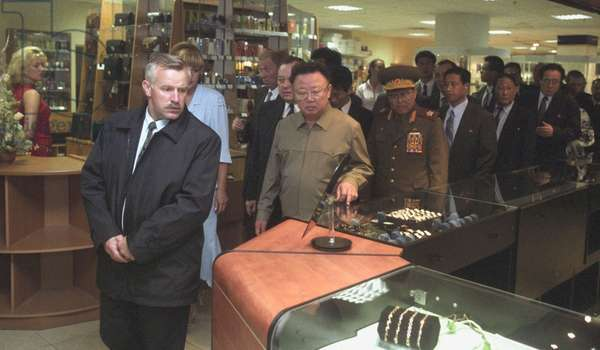 Visiting North Korean Leader Kim Jong-Il (C) Touring the Trade Complex 'Ignat' in Vladivostok 8/23/02.