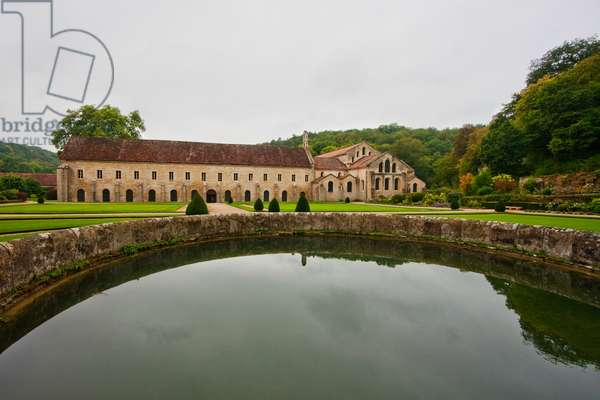 Water Tank in the Great Garden of the Cistercian Abbey of Fontenay, Cote D'or, France (photo)