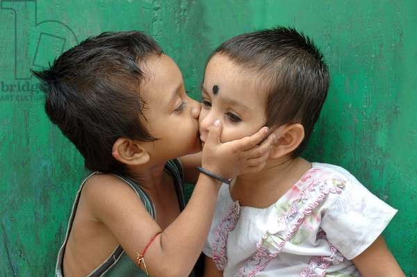Portrait of children kissing eachother. Kolkata, India. July 25, 2007.  (photo)