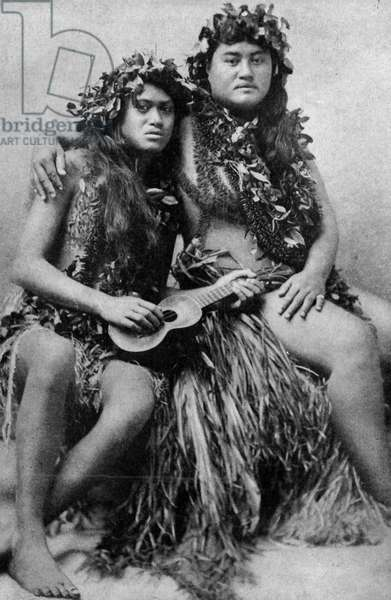 Hawaii. Couple of Hawaiians with their costumes of grass and leaves and blossoms. 1920