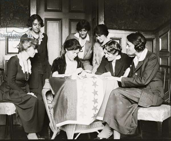 Sewing Stars on the Suffrage Flag 1920 (photo)
