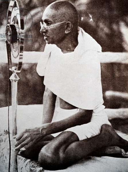 Mahatma Gandhi addresses a rally in Mumbai using a radio microphone.