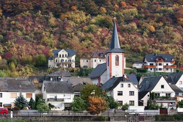 Kestert, as seen from the Rhine River, Rhineland-Palatinate, Germany (photo)