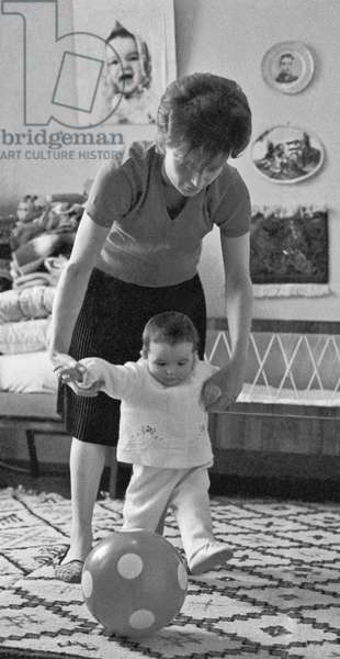 Cosmonaut Valentina Tereshkova And Her Daughter Alyona : Cosmonaut Valentina Tereshkova and her daughter Alyona in Moscow, Russia, 11/05/69 ©ITAR-TASS/UIG/Leemage