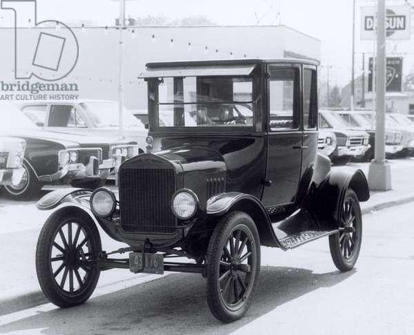 Model T Ford (b/w photo)