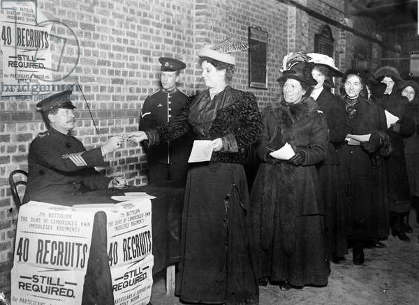 Women enlisting for war work