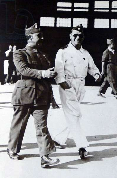 General Franco photographed next to the Air force commander