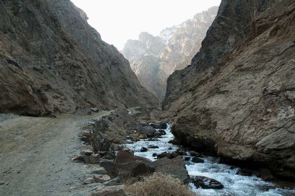Road Along the Pai Mori Gorge, Bamian Province, Afghanistan (photo)