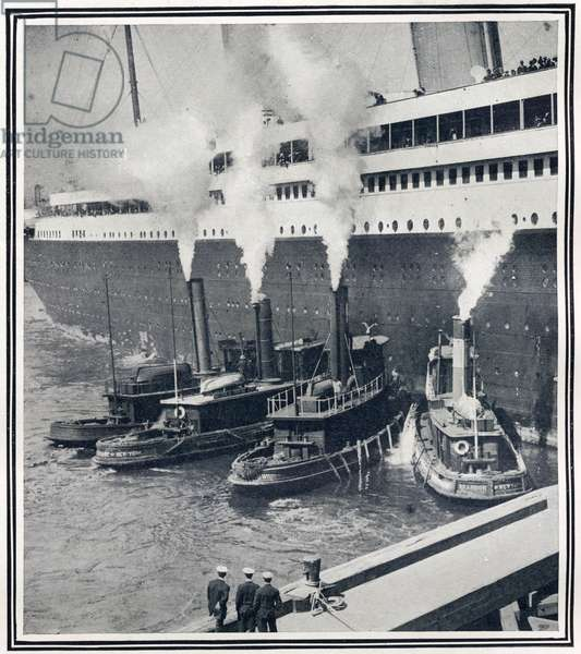 Illustrations of the Olympic in New York Harbour, surrounded by tugs. Olympic was sister ship to Titanic in almost every detail.  Titanic was built by Harland & Wolff in Belfast Ireland during 1910 - 1911 on the 15th April, 1912, and sank after striking an iceberg off the coast of New Foundland during her maiden voyage from Southampton, England to New York, USA, with the loss of 1,522 passengers and crew. (Photo by Titanic Images/Universal Images Group) ©UIG/Leemage
