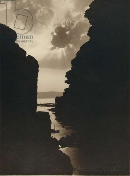 Dead Sea Sun Breaks the Clouds as Seen Thorugh the Stone Walls of the Amon Gorge 1920 (photo)
