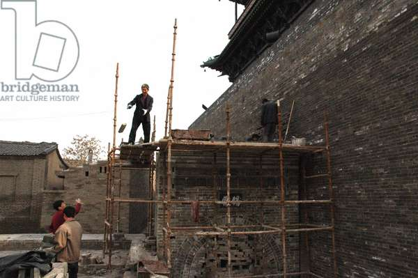 The picture taken on Nov 5, 2005 showing workers repair the southern gate of Pingyao, an ancient city in north China's Shanxi Province