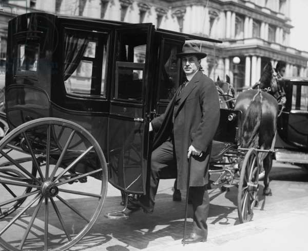 E.T. Meredith in carriage 1920 (photo)