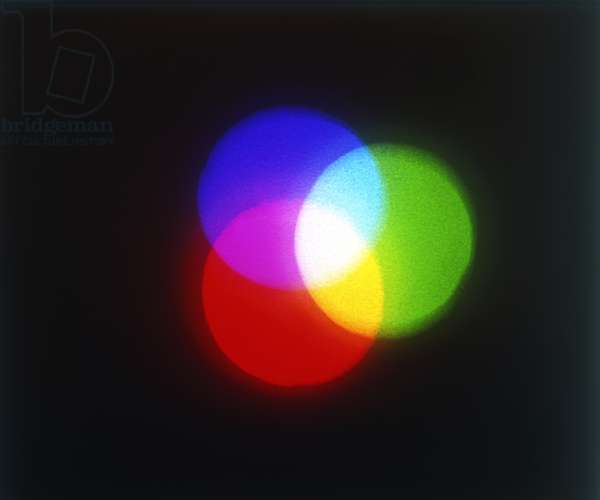 Overlapping circles of primary colours red, green and blue