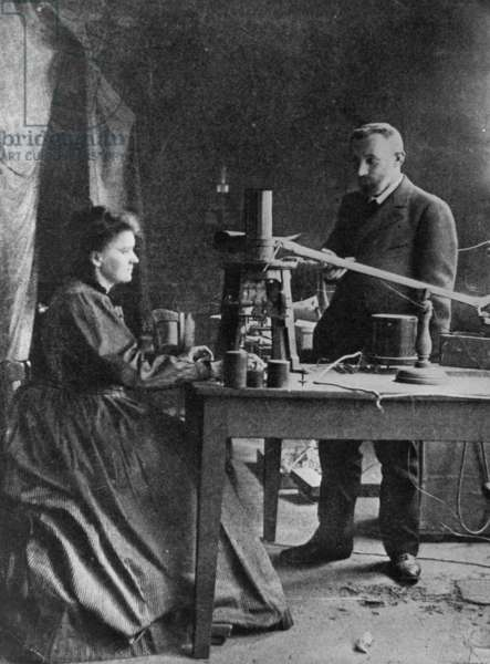 Marie Sk?odowska-Curie with Pierre Curie, 1915