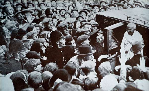 Mahatma Gandhi greeted by well wishers as he arrives in London.