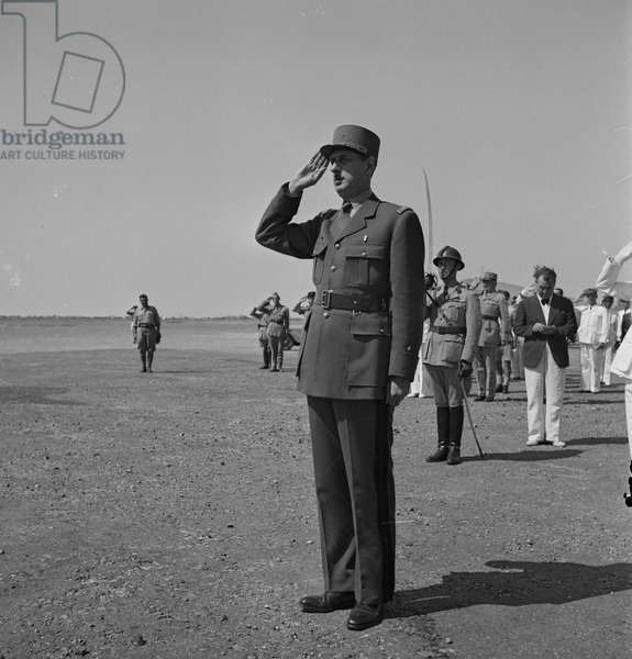 Tunis, Tunisia. General de Gaulle saluting the guard of honour drawn up at the airport to greet him on the occasion of his visit, in Tunisia in 19430101, doing world war Two