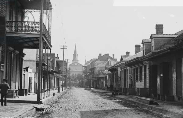 Sole Pedestrian in New Orleans's Street 1900 (photo)