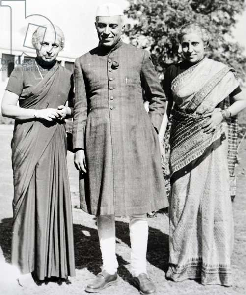 Jawaharlal Nehru with his sisters, 1960