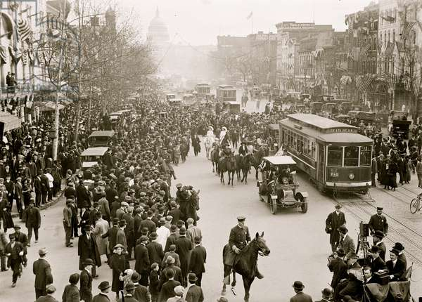 Woman's Suffrage Marchers arriving from New York 1913 (photo)