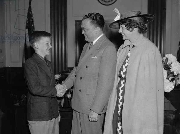 Spelling bee contestants with J. Edgar Hoover, (Director of the FBI). by Harris & Ewing May 19370101