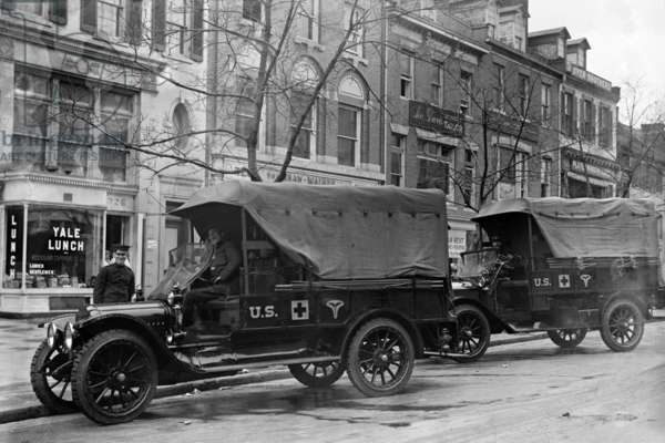 US Army Red Cross Trucks 1917 (photo)