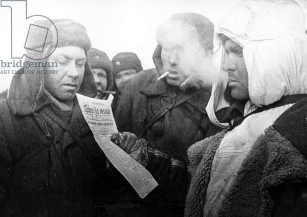 Stalingrad, World War Ll: Reading the Latest News Feb, 1943.
